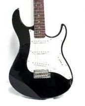 YAMAHA EG-303 fekete elektromos gitár